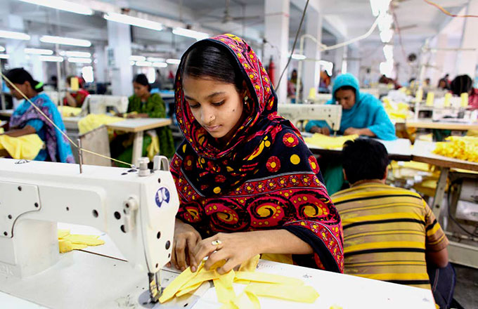 garment-workers-in-bd-india-using-cellphones-to-report-misuses